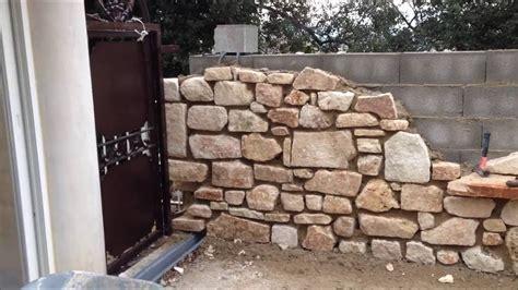 recouvrir un mur exterieur en parpaing cheap mur de