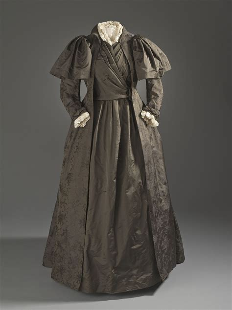 tea gown wikipedia