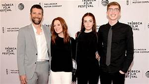 Julianne Moore's daughter, Liv Freundlich, is spitting ...