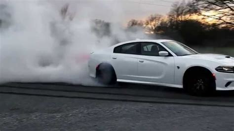 charger hellcat burnout hellcat charger burnout youtube