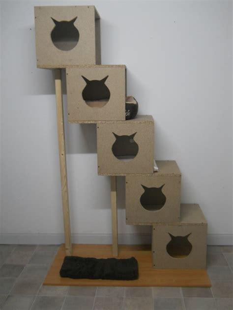 voici mon nouvel arbre 224 chats fait maison en bois chatterie du paradis des petits d 233 mons