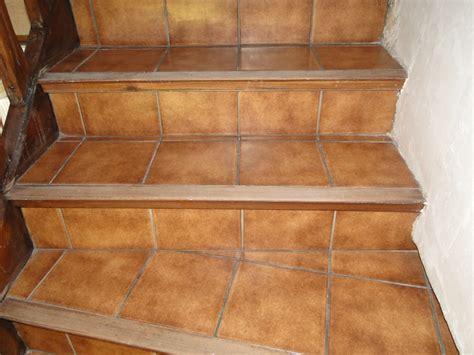 peindre mur cuisine recouvrir un escalier en carrelage