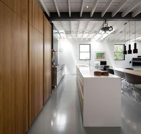 moderne renovatie van een smalle woning binnenkijken