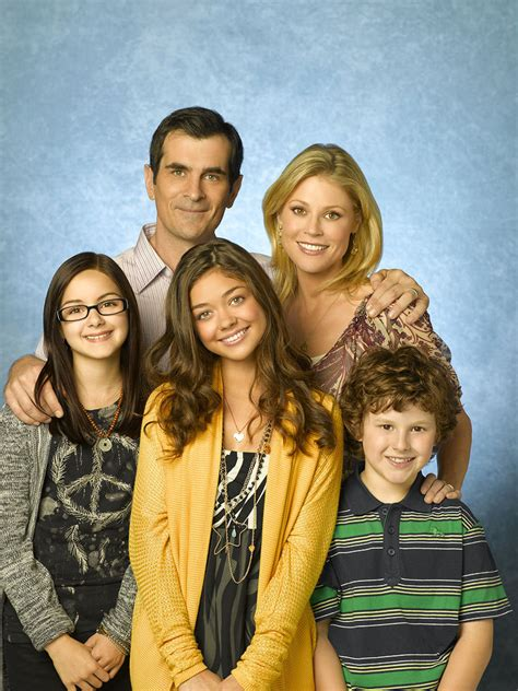 modern family cast of modern family modern family photo 8289559 fanpop