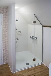 Duschen Für Kleine Bäder : zweiteilige nischendusche mit festteil mit schr gschnitt zur anpassung an eine dachschr ge ~ Bigdaddyawards.com Haus und Dekorationen