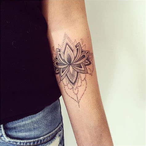 tatouage fleur de lotus mandala bras    fleur de
