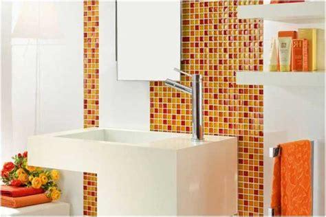 cuisine orange et grise photo carrelage mural salle bains blanc orange jaune mosaique