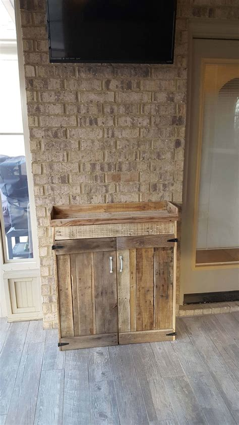 nifty pallet wood liquor cabinet   party ready
