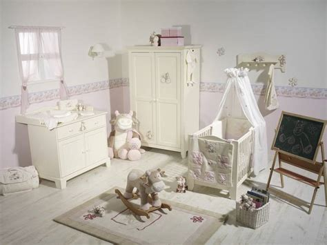 chambre bébé lola noukies tour de lit vache lola doudouplanet