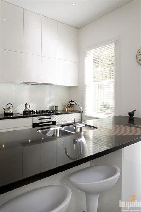 terrace house kitchen