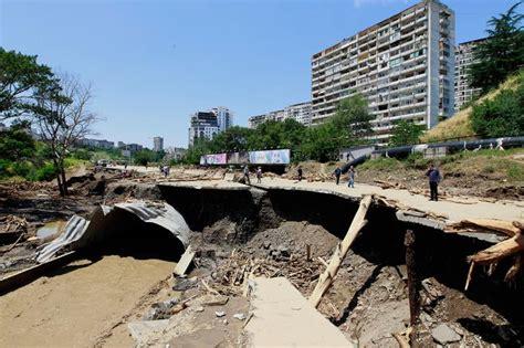 จอร์เจียโดนน้ำท่วมหนักดับแล้ว 10 ศพ สัตว์หลุดป่วนเมืองอื้อ