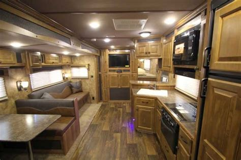 horse lakota horse trailer  living quarters dixie