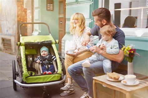 a quel age met on bebe dans une chaise haute a quel âge transporter un enfant dans une remorque vélo