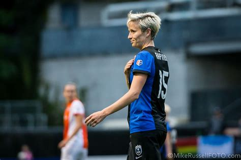 megan rapinoe turns attention  youth homelessness