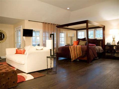 hgtv master bedroom makeovers rev run s reno four distinctive bedroom makeovers rev 15548 | BP DRRP101 master bedroom sitting area after h.jpg.rend.hgtvcom.966.725