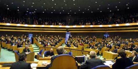 Tweede Kamer Den Haag Bezoeken by Zelf Virtueel Achter Spreekgestoelte 2e Kamer Staan Blik