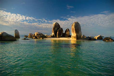 indonesian landmarks   landmarks  indonesia
