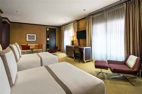 deluxe   double beds luxury hotel rooms  chatwal