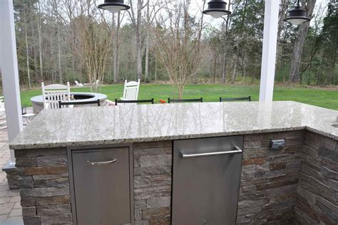 Outdoor Kitchen Granite Countertops Design