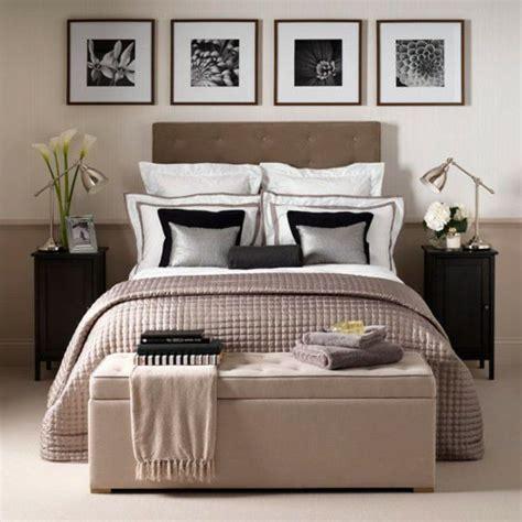 bilder an der wand vier quadratische bilder an der wand im schlafzimmer schlafzimmer