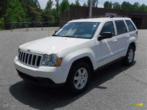 2010 Stone White Jeep Grand Cherokee Laredo 31038539