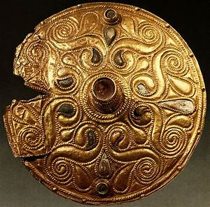 File:Celtic Gold-plated Disc, Auvers-sur-Oise, Val-d'Oise ...