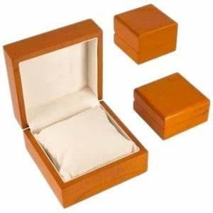 Ecrin Pour Montre : ecrin pour une montre en bois laqu ~ Teatrodelosmanantiales.com Idées de Décoration