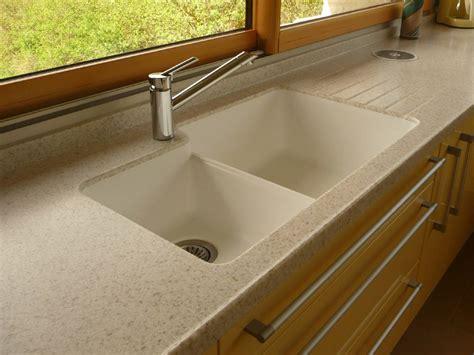plan de travail cuisine avec evier integre aménagement de cuisine plan de travail en résine et évier