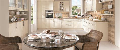 cuisine modernes cuisine aménagée familiale avec table ronde photo 10 12
