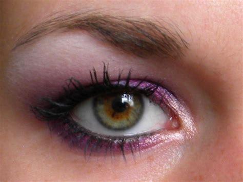 Comment maquiller les yeux marron . RTBF Tendance