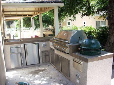 Outdoor Kitchen Layout Ideas   Kitchen Decor Design Ideas
