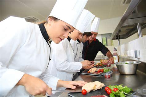poste chef de cuisine chef de partie le cuisinier spécialiste qui vous mitonne
