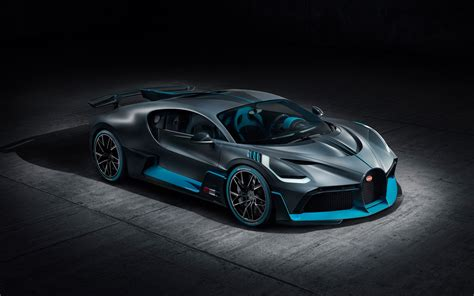 Some choose a subtle look, while others want to stand out. Tapeta na monitor   Auta   Bugatti, Divo, rear view, nové, hypercar