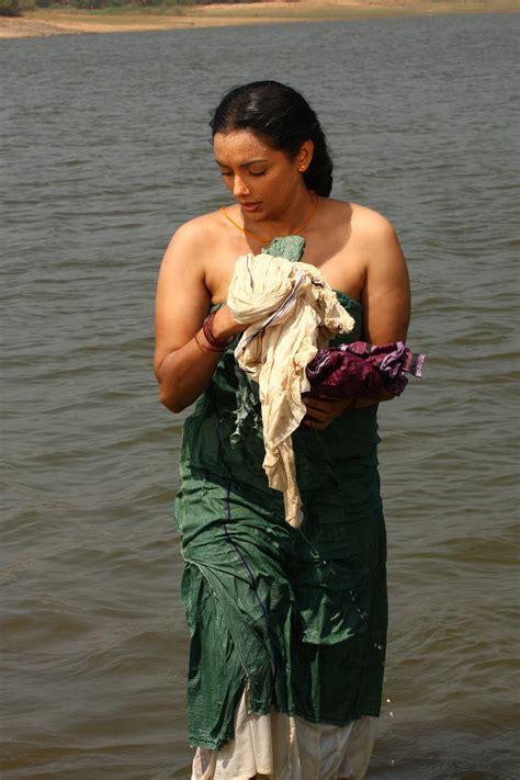 shweta menon posing  wet saree  blouse big pi