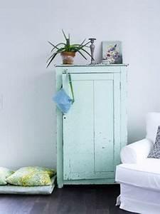 Bleu Vert Couleur : salon bleu et blanc avec petite armoire vert jade ~ Melissatoandfro.com Idées de Décoration