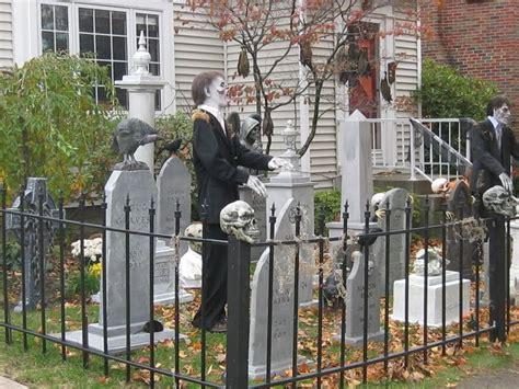 Halloween Graveyard Fence Prop http www halloweenmonsterlist info there are a few good