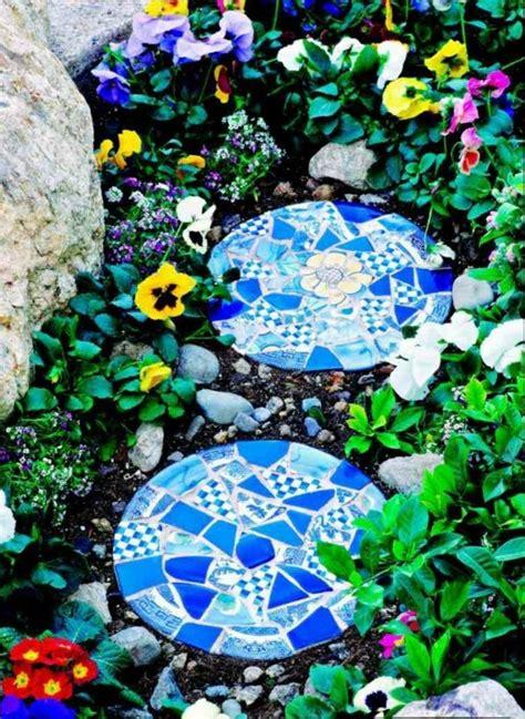 Einen Gartenweg Selber Anlegen by Einen Kreativen Gartenweg Anlegen Mit Zementsteinen