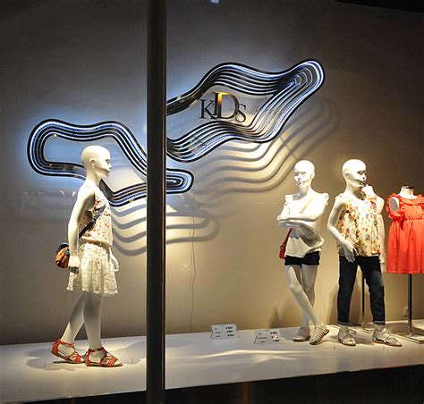 zara window displays budapest