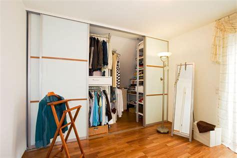Schrank Schiebetür System by Schlafzimmerschrank Und Ankleide Begehbar Mit Schiebet 252 Ren
