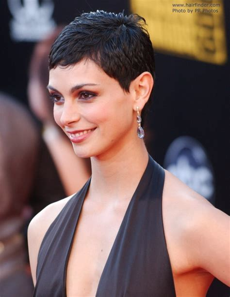 Morena Baccarin's practical and very short haircut for
