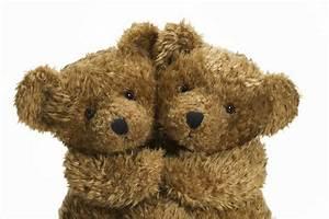 Cuddling Teddy Bears - Wall Mural & Photo Wallpaper ...