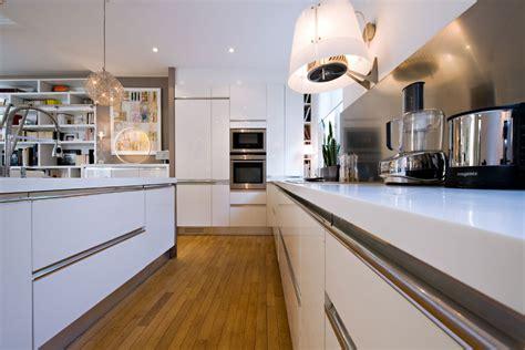 asticot blanc dans la cuisine plan de travail cuisine blanc laque wasuk