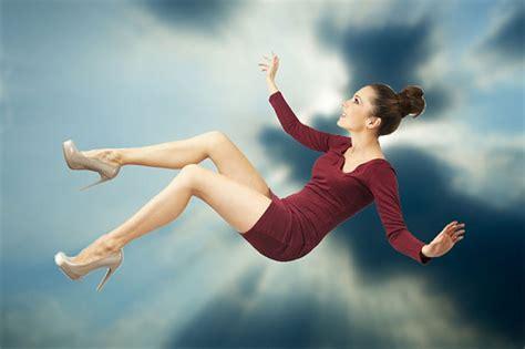 高い ところ から 飛び降りる 夢