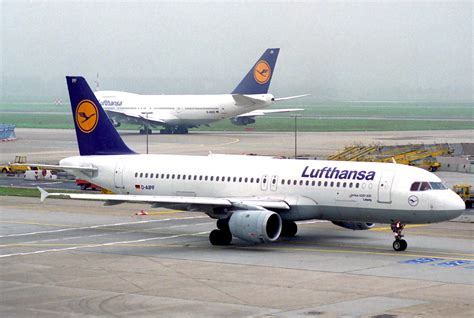 Filelufthansa Airbus A320211; Daipf@fra;11101995
