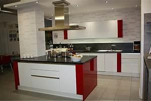 Küche In Rot : k che in rot hause deko ideen ~ Frokenaadalensverden.com Haus und Dekorationen