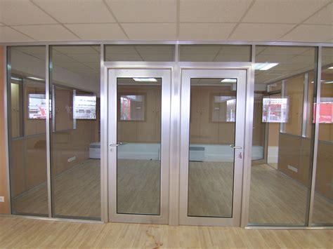 cloison aluminium bureau les aménagements portes pour cloisons de bureau espace