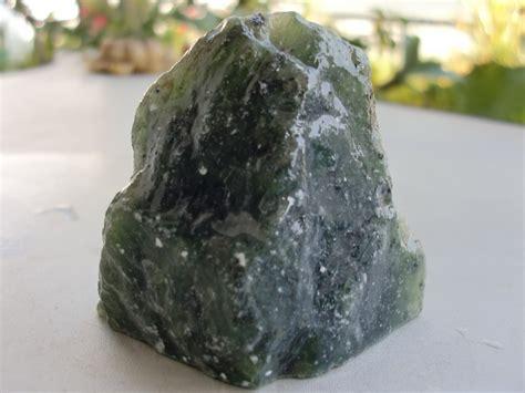 jual batu bongkahan serpentine giok aceh seperti lilin asli natural aceh tembus senter