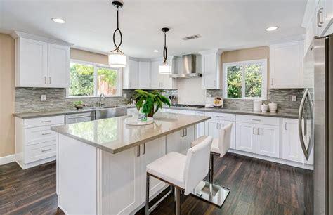 white shaker kitchen cabinets with quartz countertops 27 beautiful white contemporary kitchen designs White Shaker Kitchen Cabinets With Quartz Countertops