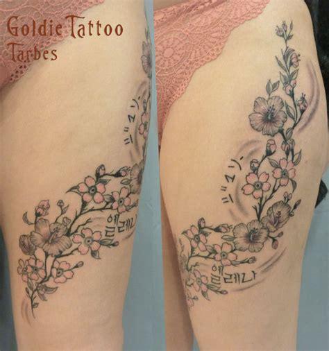 Tatouage Fleur Cuisse