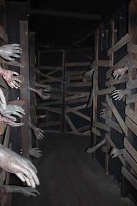 scary halloween decorating ideas 25 Cheap Halloween Decorations Ideas - MagMent